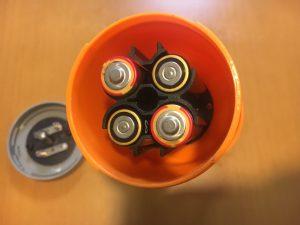 Myキャンプランタンは単三電池4つ