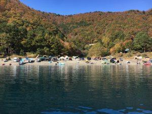 本栖湖の上から見た浩庵キャンプ場
