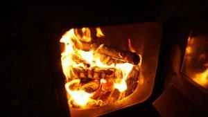 薪ストーブの焚き火