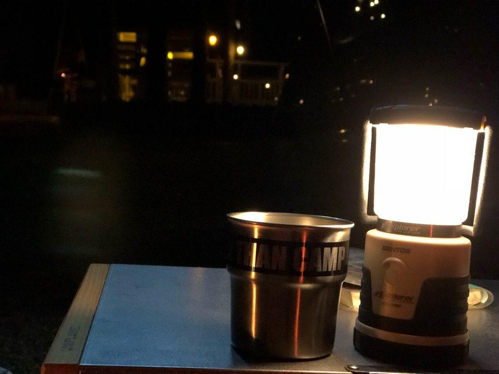 焚き火テーブルとステンレスマグ