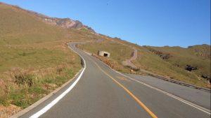 阿蘇山の山頂へ伸びる道