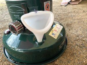 レインボーストーブを漏斗で給油