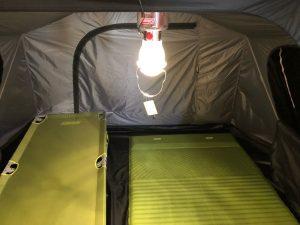 リバーシブルLEDランタンをテントで使用