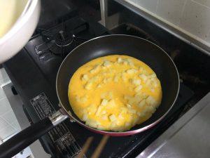 卵を入れたじゃがいも