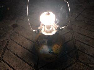 光を放つマントル