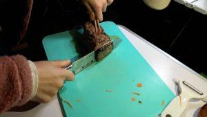 焼きすぎたローストビーフを切る