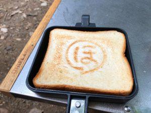 ホットサンドメーカーで焼いたトースト