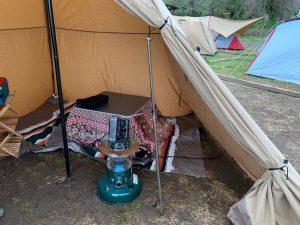 こたつを設置したテント