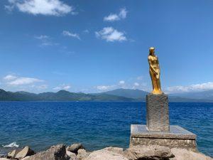 田沢湖と辰子の像
