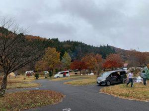 紅葉の湯島オートキャンプ場