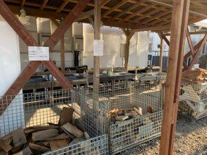 ウォーターガーデンリゾートの薪置き場