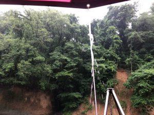 タープから落ちる雨